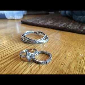 Jewelry - Bundle of jewelry